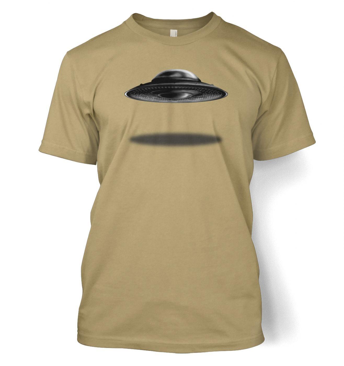 UFO Landing Flying Saucer t-shirt